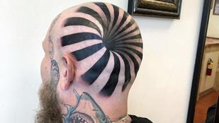 Senkinek nem horpadt be a koponyája, csak trend az optikai illúziós tetoválás