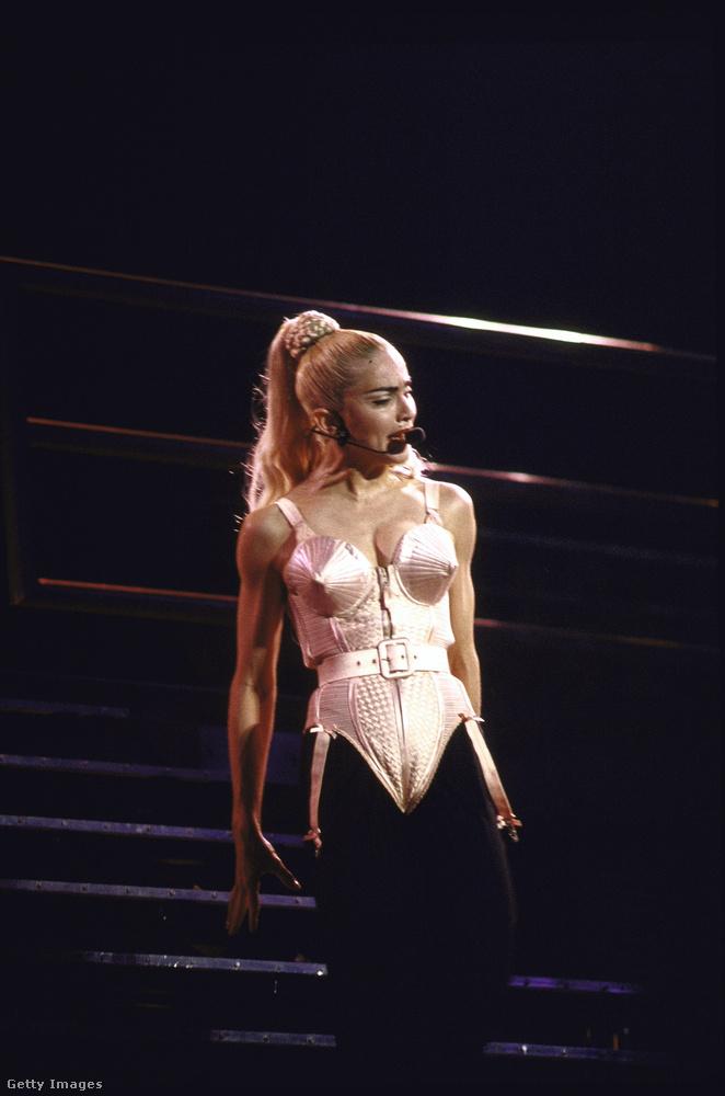 MadonnaHa valaki, akkor Madonna biztosan azon hírességek közé tartozik, akik mindent megtesznek azért, hogy a testük a lehető legjobban ellenálljon az idő próbájának