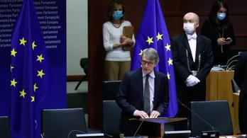 2 ezer milliárd eurós mentőcsomagot sürget az EP