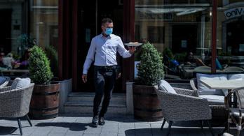 Csak a vendéglátóknak lesz kötelező a maszkviselés az éttermekben