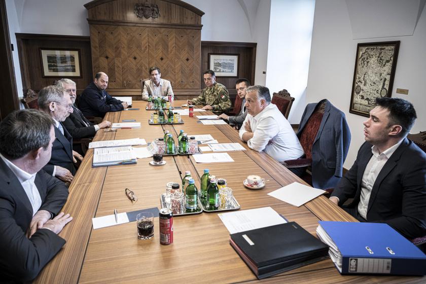 A miniszterelnök a május 16-án délelőtt, a feloldások kapcsán tartott megbeszélésen.
