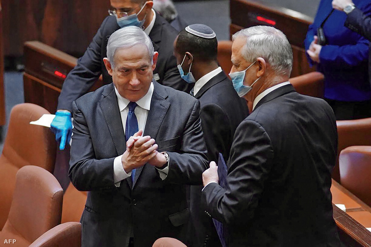 Balra Netanjahu, jobbra Ganc