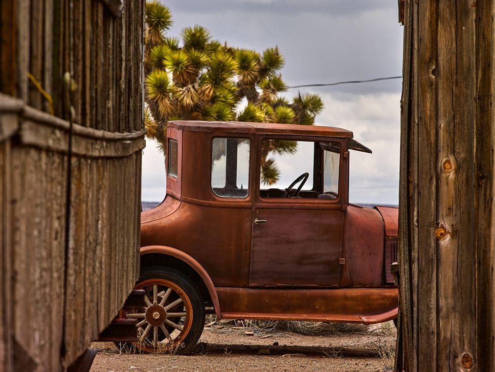 A legrégebbi autó, amit talált Nevadából származik, egy 1907-es Ford T-modell. Egy ottani bányaváros múzeuma előtt hever.
