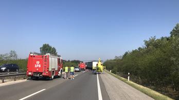 Kamionok is ütköztek az M5-ösön, több kilométeres volt a torlódás