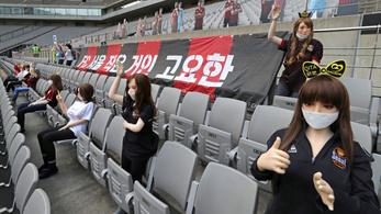 Szexbabák miatt lett botrány a zárt kapus dél-koreai futballmeccsből