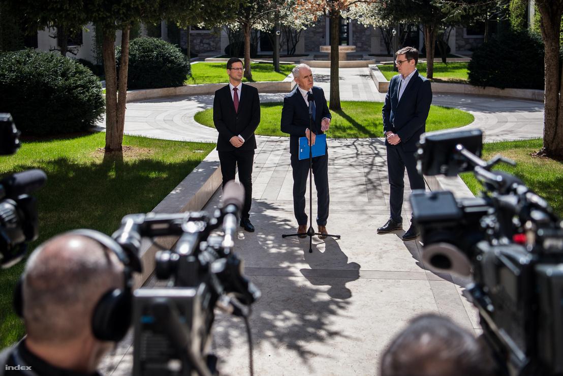 Gulyás Gergely, Szita Károly és Karácsony Gergely kormányülés után tartott sajtótájékoztatója a Karmelita 2020 április 8-án