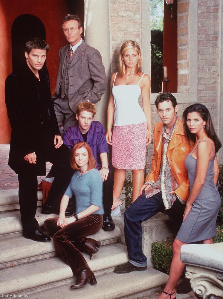 Igaz, elsőként a Buffy, a vámpírok réme c.sorozatban ismerhették meg őt a nézők, 1997-ben