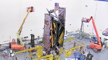 Megmutatta a NASA, hogy csomagolja be a teniszpálya méretű teleszkópot egy rakétába