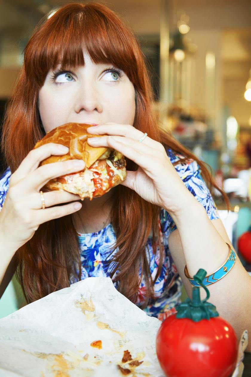 eszik hamburger zabal