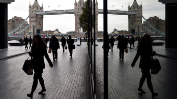 Huszonnégy éve nem jelentkeztek ennyien munkanélküli segélyért Nagy-Britanniában