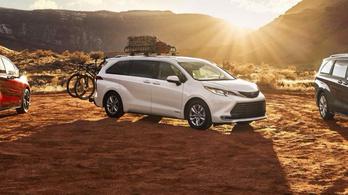 Két új benzin-elektromos Toyota érkezik