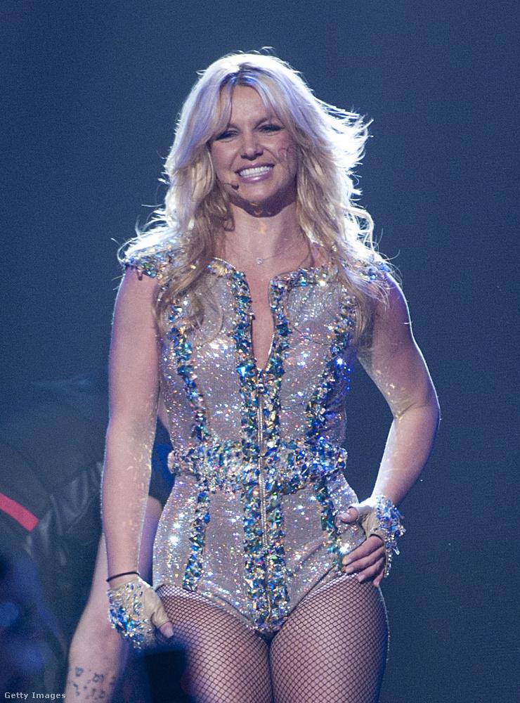 Britney Spears friss Insta-bejegyzésében arról ír, hogy ideje lenne ismét frufrut vágatnia, amire gimnázium harmadik osztálya óta nemigazán volt példa