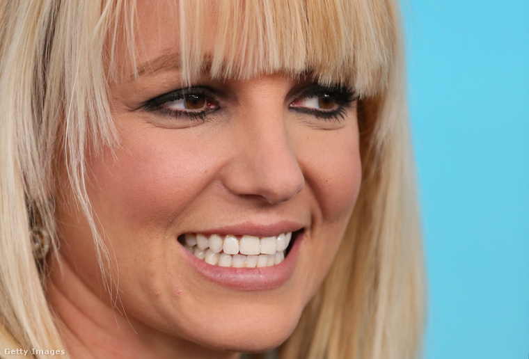 Az előző képek tükrében mit gondol, jogos az énekesnő kemény önkritikája, vagy semmi gond nem volt a külsejével, inkább csak önértékelési problémákkal küzdött? Ha pedig ezt a kérdést megválaszolta, arra is felelhet, hogy frufruval vagy frufru nélkül az igazi Britney Spears