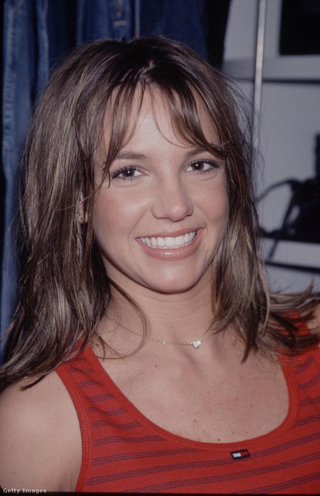 Spears 17 éves volt, amikor megjelent első dala, a Hit Me Baby One More Time,több mint 20 évvel ezelőtt, 1998-ban
