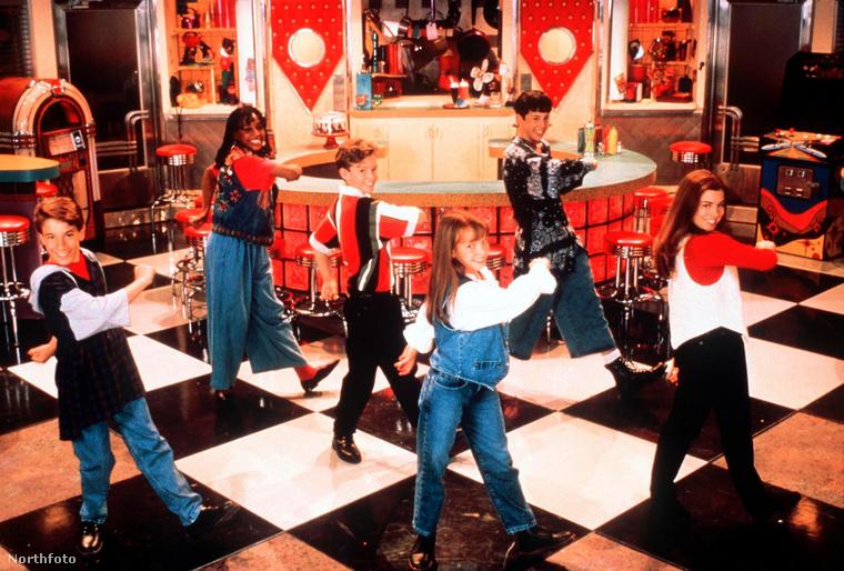 Ha még emlékszik rá, Britney Spears karrierje a Mickey Mouse Clubbal kezdődött, ahol Christina Aguilerával és Ryan Goslinggal együtt énekelt