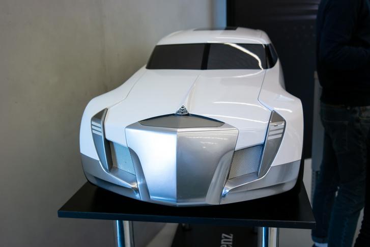A Maybach-tanulmány Németh Gábor diplomamunkája 2006-ból. Ma a Mercedes tervezője és a program konzulense a Mercedes oldaláról