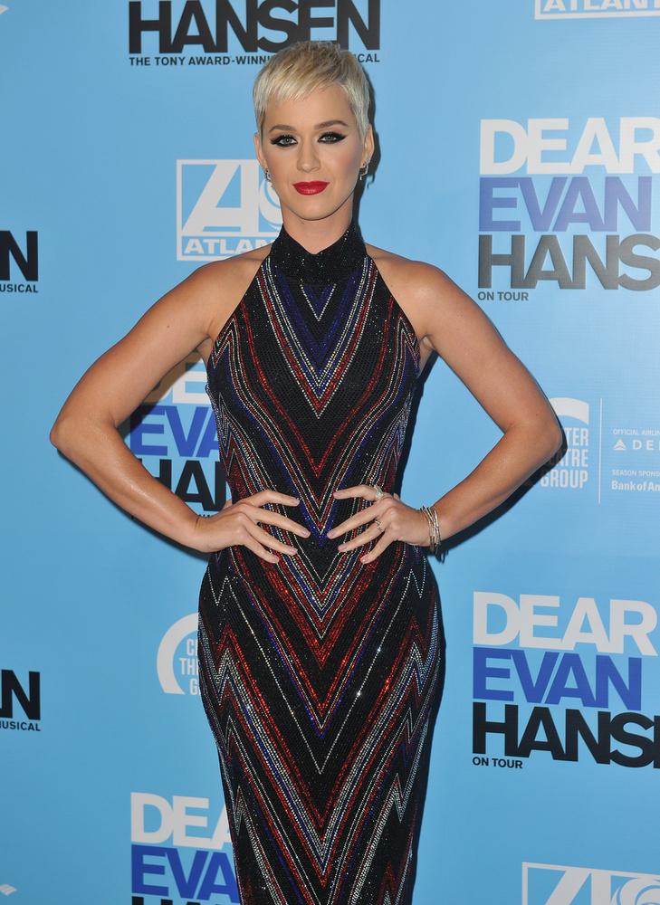 Katy Perrynemcsak a terhesség miatti hangulatingadozásoktól szenved, a koronavírus elleni védekezés, vagyis a házi karantén depresszióssá tette