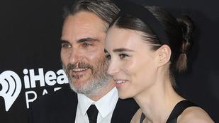 Rooney Mara gyereket vár Joaquin Phoenixtől