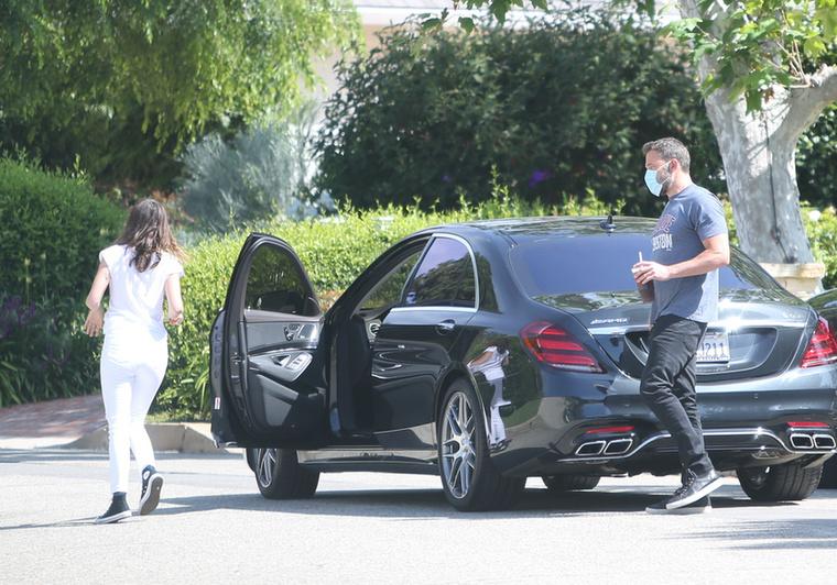 Meglehet, hogy a jármű Ana de Armas szülinapi ajándéka volt a múlt hónap végén