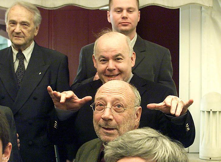 Molnár Gál Péter (jobbra lent) a Joseph Pulitzer-díj átadásán 2002. március 10-én. Mellett balra Szepesi György, fölött Szegő András és Bajomi-Lázár Péter.