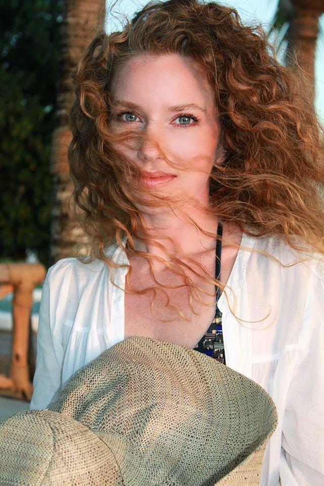 A kommentelők szerint nem volt nehéz jó fotót készíteni Dóráról, mert természetes és egyedi szépség.
