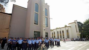 Hiába küzdöttek a tüntetők, lebontották az albán Nemzeti Színházat