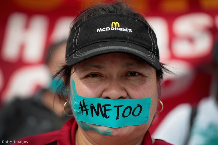 Már 2018-ban is tüntettek a McDonald's dolgozói a szexuális visszaélések miatt, ez a hölgy a chicagói megmozduláson vett részt szeptember 18-án