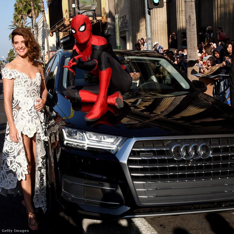 ...vagy éppen a tavaly bemutatott Pókemberre, ott készült ez a fotó is, a Pókember figura azonban egy bábu, nem Tom Hollandot rejti a jelmez