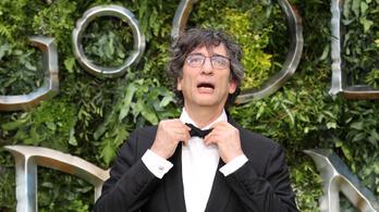 Neil Gaiman szerint is hiba volt a fél világot átutaznia járvány idején