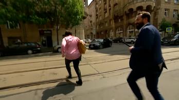 Gurmai Zita futva menekült a Hír TV stábja elől