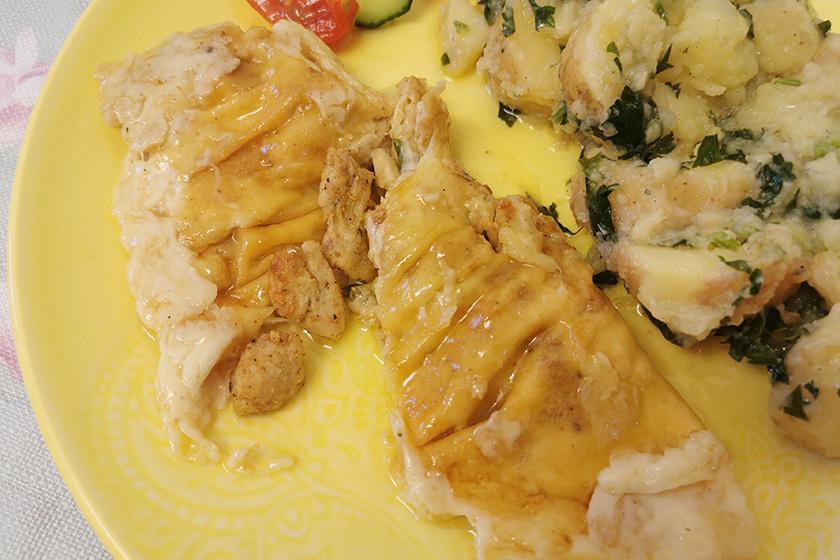 Serpenyős csirkemell nyúlós sajtba bújtatva – Gyorsan kész van és nagyon finom