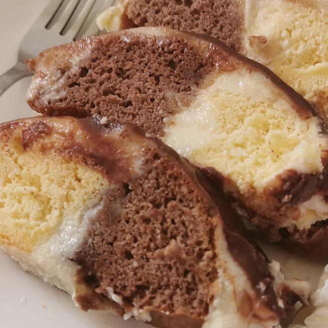 Csokival borított őzgerinc - Sűrű, főzött krém kerül a puha piskótalapok közé
