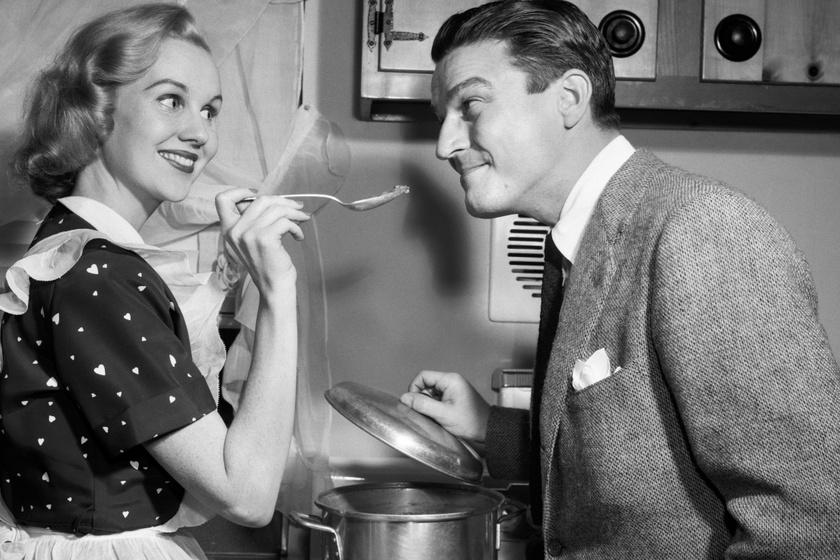 Így éltek az '50-es évek tökéletesnek hitt háziasszonyai - Furcsa módszerekkel nevelték beléjük a boldogságot