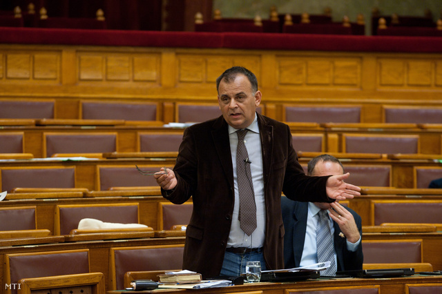 Varga István a büntető vonatkozású törvények módosításáról szóló törvényjavaslat általános vitáján, 2011-ben.