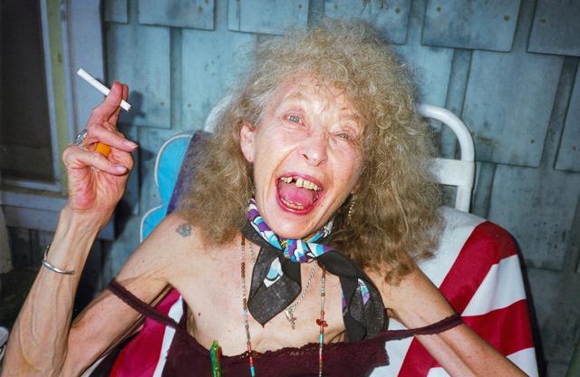 Nyugodjék békében, Annie Lomax, az anyukám, 1938-2012