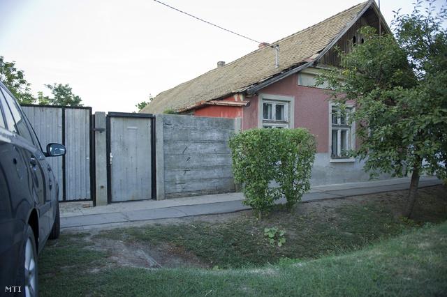 Családi ház Orosházán amelynek udvarán megtalálták egy 35 éves férfi elásott holttestét 2012. szeptember 11-én.