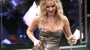 Jennifer Lawrence igyekszik csak hat után inni, de azért ötkor kezd, egy alapozó sörrel