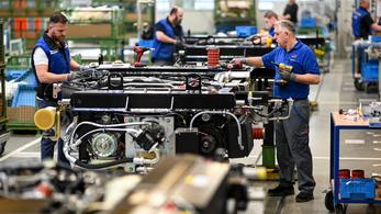 Közel 20 százalékos elbocsátás, gyárbezárások jönnek a Rolls-Royce-nál