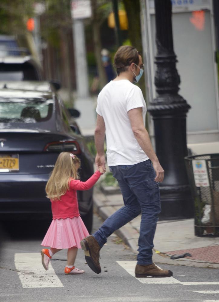 Apa és lánya itt már nagyon sietnek, így ezzel a fotóval búcsúzunk mi is Önöktől!