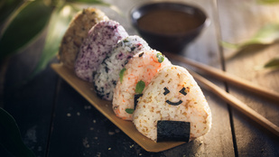 A kurkumás rizsgombócok az édes és a sós krémleveseket is feldobják