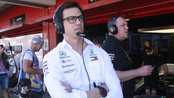 Vettel nagyszerű lenne, de a Mercedes hű marad az elveihez