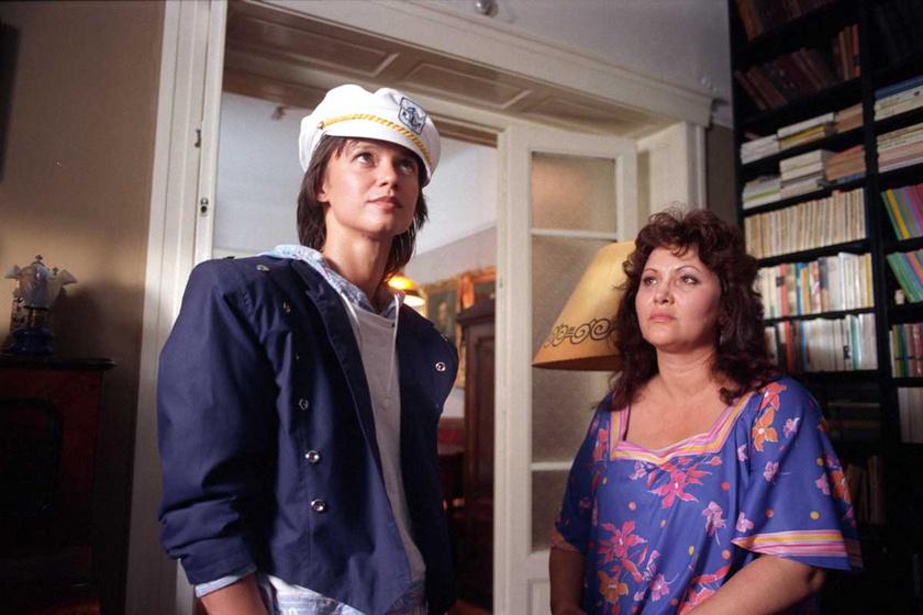 Görbe Nóra (Veszprémi Linda) és Pécsi Ildikó (Steinbach Klára) 1988-ban a Linda című tévésorozat egyik epizódjának a forgatásán.