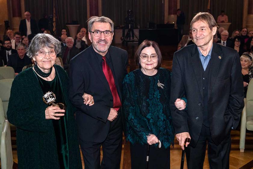 A Magyar Filmakadémia életműdíjával kitüntetett Pécsi Ildikó, Eperjes Károly, Béres Ilona és Cserhalmi György.
