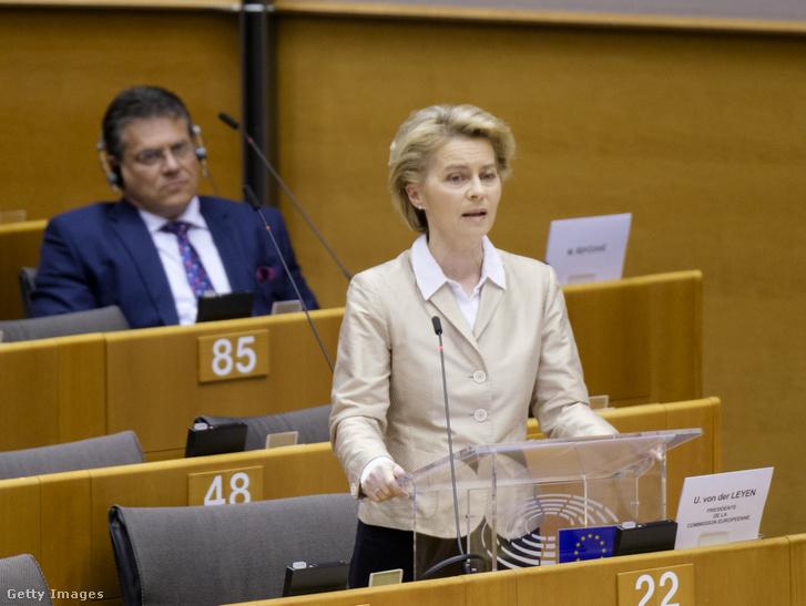 Ursula von der Leyen az Európai Bizottság elnöke az Európai Parlament egynapos plenáris ülésén amely a koronavírus-járvány miatt részben videokonferencia keretében zajlott Brüsszelben 2020. április 16-án.