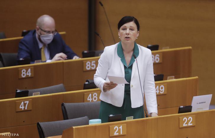 Vera Jourová az Európai Bizottság alelnöke értékekért és átláthatóságért felelős cseh uniós biztos beszédet mond az Európai Parlament Magyarországgal kapcsolatban zajló plenáris vitáján Brüsszelben 2020. május 14-én