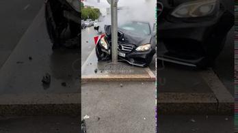Túlszaladt a buli az orosz fiataloknál, rommá törték a Mercedest