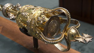 Az aranybuzogány, a bordélyház és a két levágott láb rejtélye