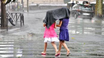 Az emberiség nagy kérdése: esőben futva vagy sétálva ázunk el kevésbé?