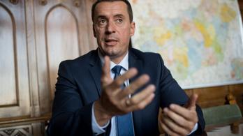 Bár a Jobbik visszahívná, Sneider nem mond le a parlamenti alelnökségről
