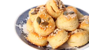 Gluténmentes túrós-sajtos minipogik